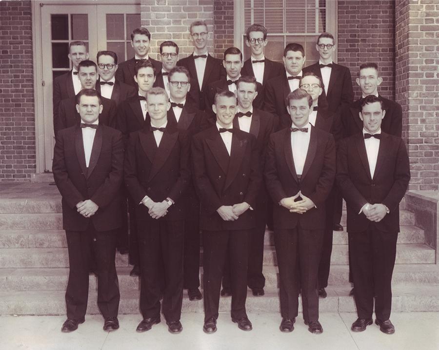 Delta Epsilon chapter installed at Howard College